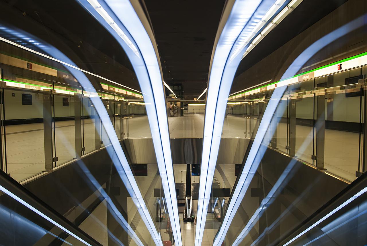 escaleras del metro de málaga